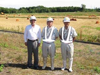 左より、中山社長、中村現場代人、高橋技術員