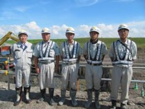 左から、中山社長、佐藤現場代人、 澤田主任、池本技術員、坂下技術員