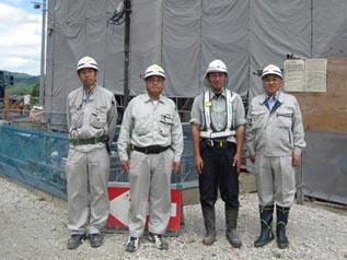 左から金田一主任、高橋所長、本多主任、中山社長