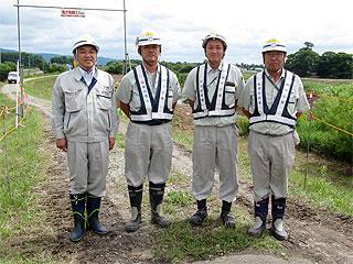 左から中山社長、荒係長、菊池主任、築田係長