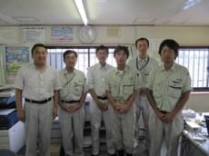 左から中山社長、筒井現場代理人、豊和工業㈱岩崎専務 油谷係長、今野現場代理人、馬場主任