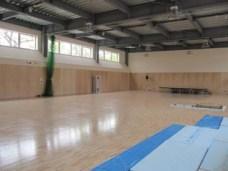 完成した体育館 まだ使っていないので床はピカピカです。