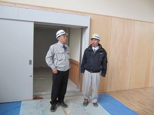 奥は渡り廊下棟、作業棟と繋がります。