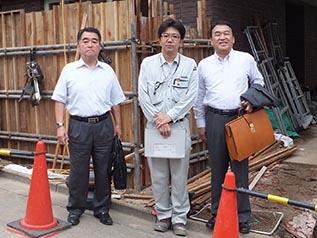 左から作田支店長 川上所長、中山社長