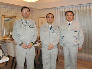 左から佐藤係長、高橋係長、中山社長