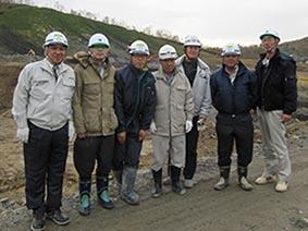 左から、中山社長、柏原さん(環境美唄支店長)、舘崎さん、高橋さん(環境社長)、増井さん(増友土木)、志田さん、水間さん(環境)