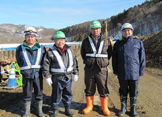 左から川嶋さん、茶立場社長(㈱五晃建設)、 橋本さん(㈱五晃建設)中山社長