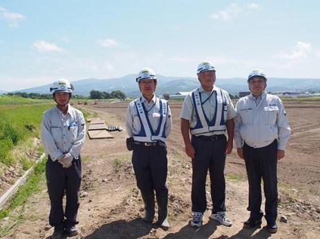 左から 光原さん、金村さん、佐藤所長、中山社長