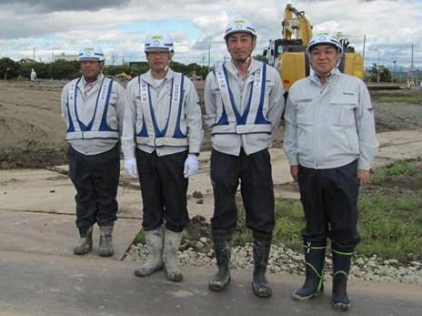 左から廣中さん、佐藤係長、本多主任、中山社長