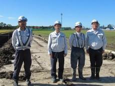 左より廣木係長、遠藤係長、松澤君、中山社長