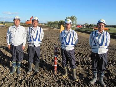左から中山社長、伊藤主任、松田係長、斎藤課長