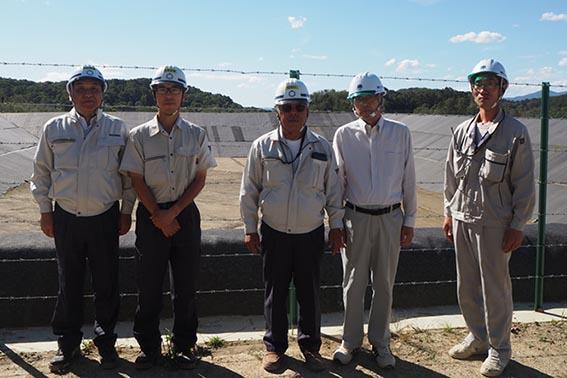 左から中山社長、舘崎さん、向井所長、柏原さん(環境エンジニアリング支店長)水間さん(環境エンジニアリング)