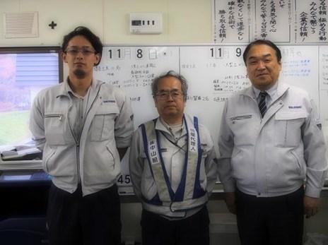 事務所にて、左から、石島さん、安井所長、中山社長