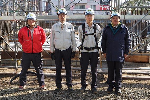 左から、田中さん、塚田所長、井上さん、中山社長
