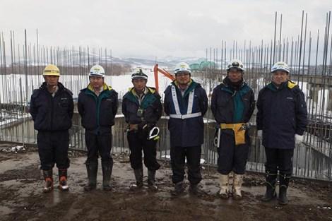 左から、㈱山下土建 山下社長、川嶋さん、前田さん、伊藤さん、吉田くん、中山社長