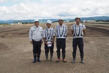 左から中山社長、大高さん、小笠原所長、石島さん