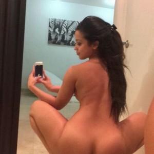 Naked-selfies-28