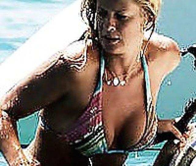 Rachel Hunter Hot Ass In Thong Bikini