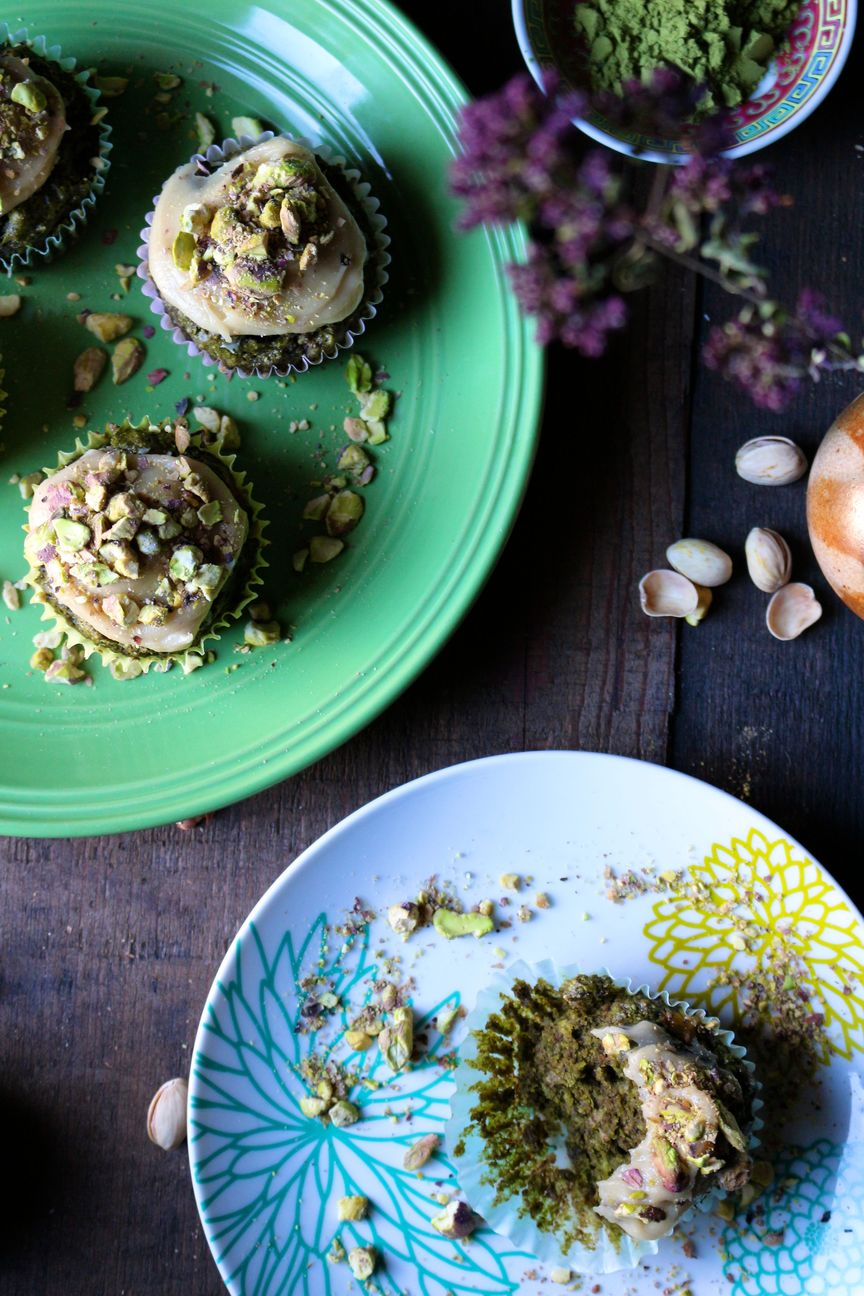 matcha green tea cupcakes with vanilla cashew cream and crushed pistachios
