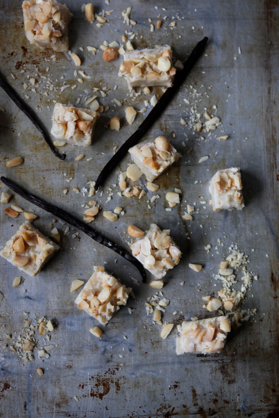Vanilla bean and macadamia nut fudge