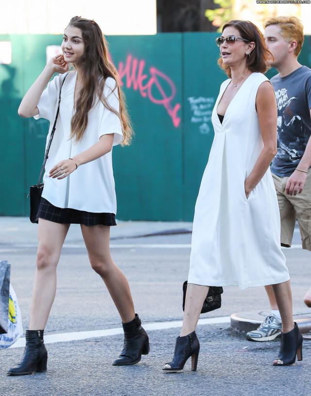 Teri Hatcher New York Posing Hot Celebrity Beautiful Babe Daughter
