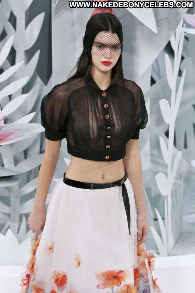Kendall Jenner Fashion Show Beautiful Fashion Posing Hot Babe