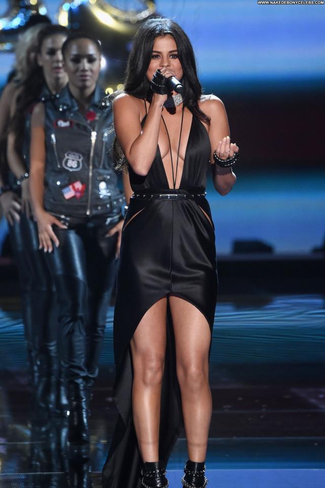 Selena Gomez Fashion Show Actress Fashion Cleavage Posing Hot