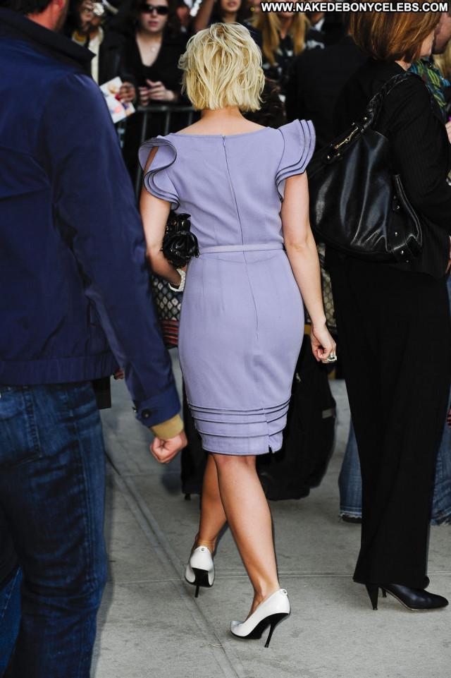 Elisha Cuthbert New York New York Paparazzi Babe Celebrity Posing Hot