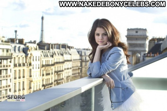 Selena Gomez Posing Hot Celebrity Babe Paparazzi Beautiful Magazine