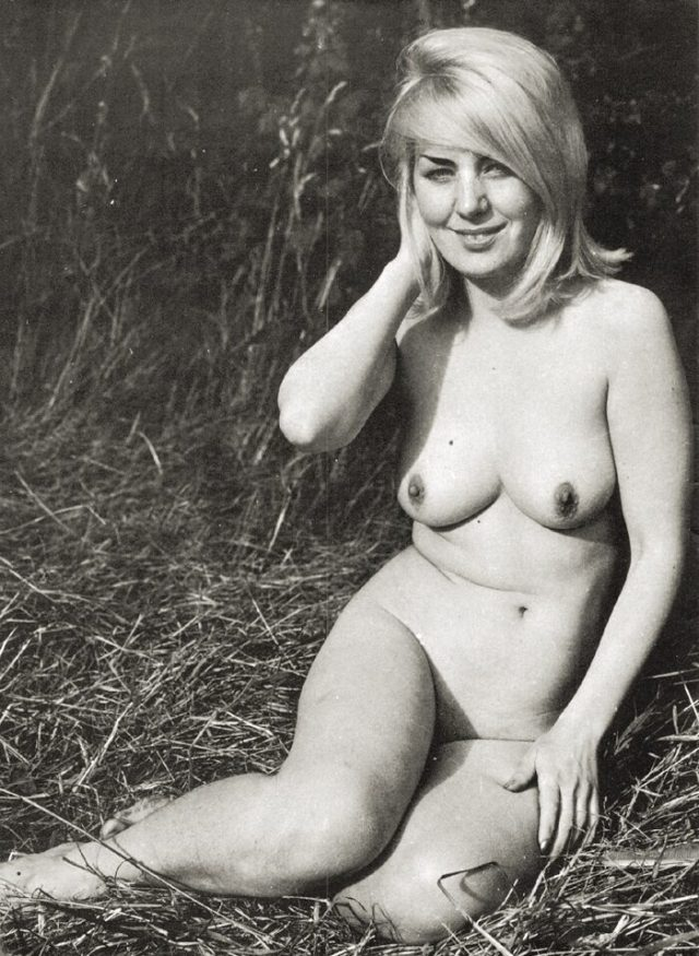 Blond Angel Looking Like An Actress Nude On Fresh Grass