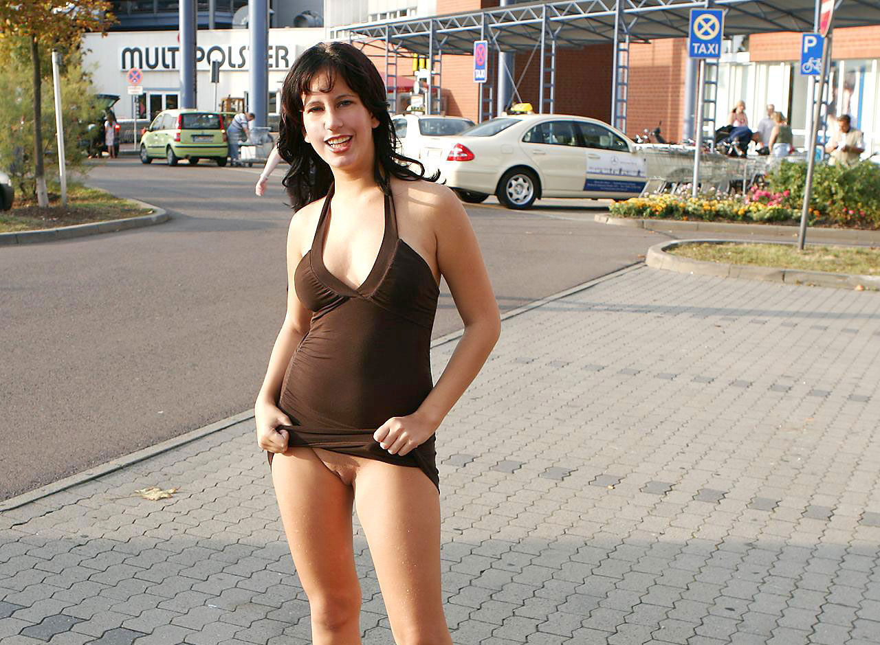 pussy flashing in shopping mall