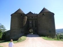Burgeingang zu Berzé le Châtel