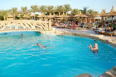 Pool im Hotel Beach Albatros