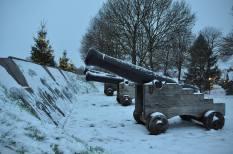 Verschneite Kanonen