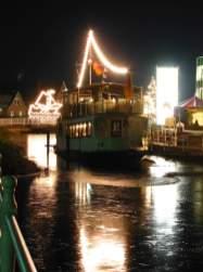 Beleuchtetes Schiff in Ostrhauderfehn