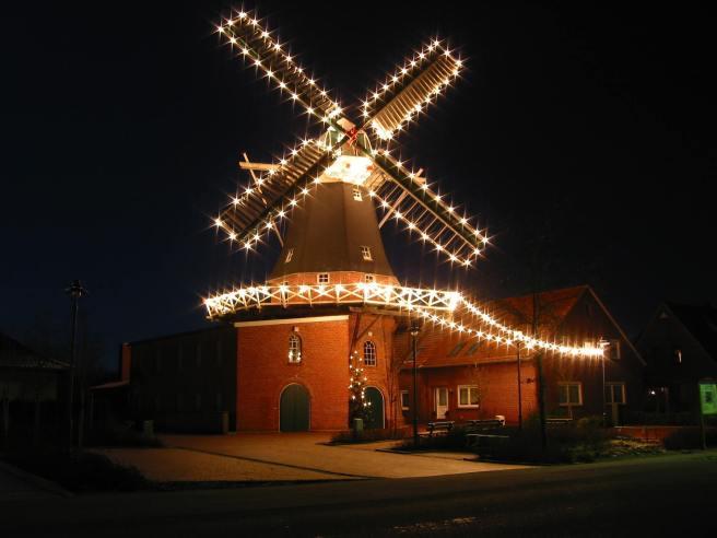 Windmühle Idafehn zur Weihnachtszeit