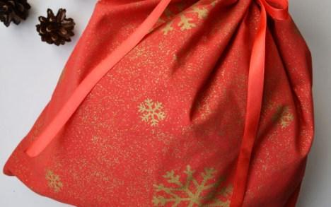 Raudonas dovanų krepšelis