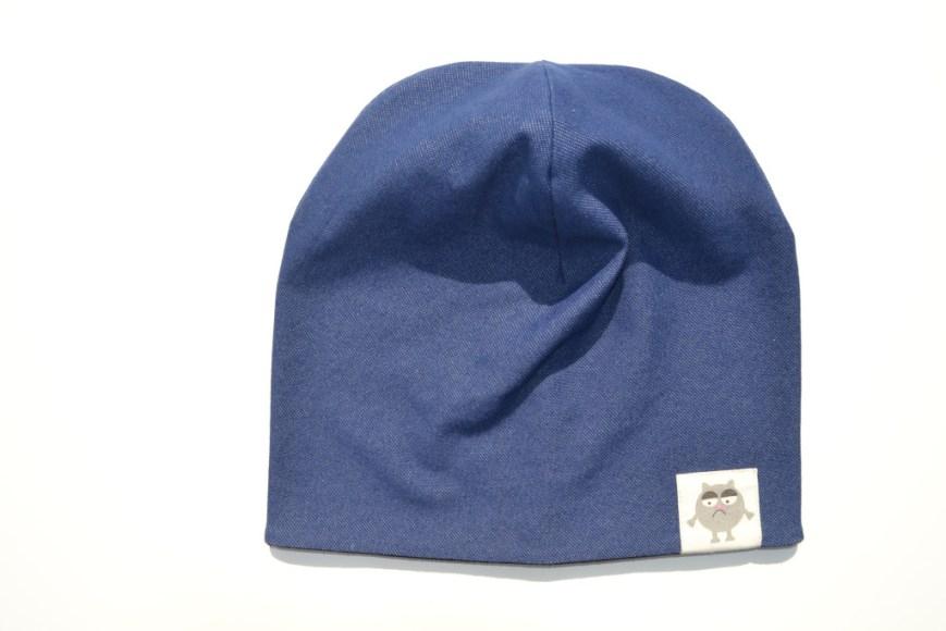 Storesnė juoda kepurė