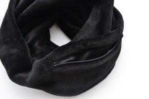 Juodas žieminis šalikas su kišene smulkmenoms