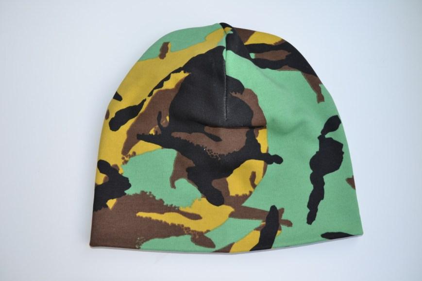 Stora rudeninė kepurė berniukui 'KAMUFLIAŽAS'