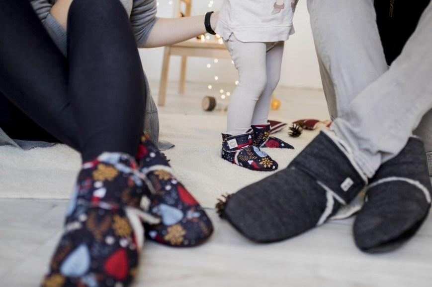 Juodi tapukai mažam ir dideliampagamintos Lietuvoje Kalėdinės dovanos