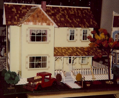 Yellow Farmhouse Nanas Dollhouses And Miniatures