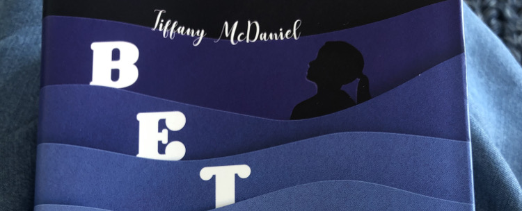 Livre: Betty de Tiffany Mc Daniel. Un roman coup de poing.