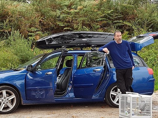 Blue Honda estate with a roofbox and car doors open