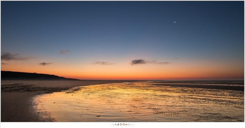 Een dagje op de Maasvlakte met de maan en venus aan de hemel