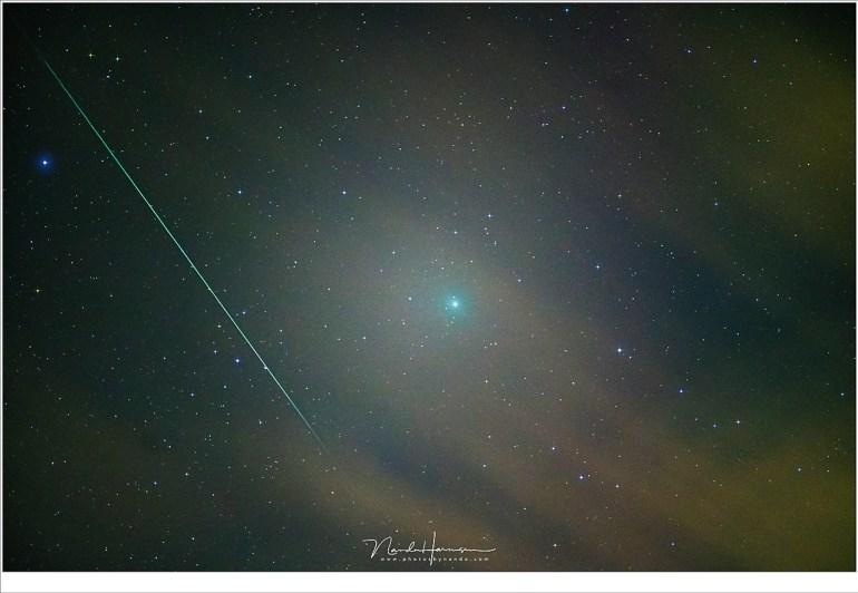 Komeet 6P/Wirtanen en een Geminide meteoor 5 opname stack voor de komeet en sterren. Sony A7R III met FE 70-200mm f/2,8 GM OSS