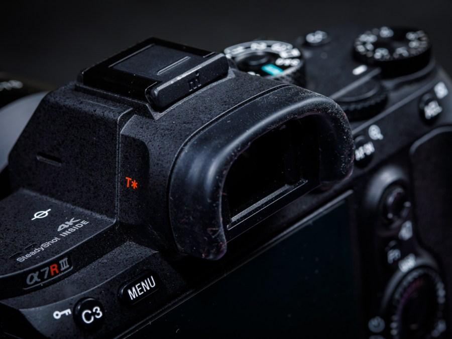 De elektronisch zoeker van de Sony A7R III. Kleine schermpjes de de rol van de optische zoeker hebben overgenomen