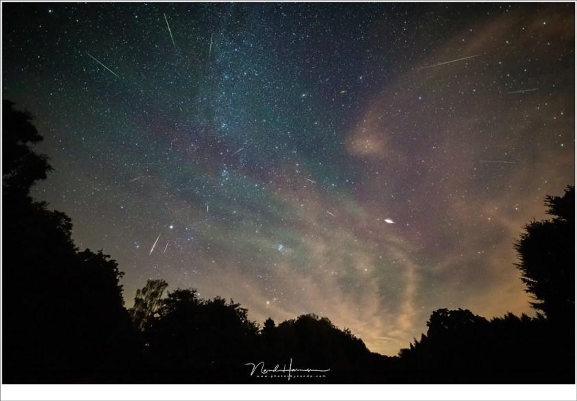 Perseïden in 2018 Gefotografeerd tijdens het maximum en de avond vooraf aan het maximum. Let op de air glow Opnamens gestacked