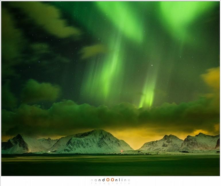 Het noorderlicht, boven de baai van Yttersand met 45mm brandpunt (ISO6400 - f/2,8 - 4 seconden)