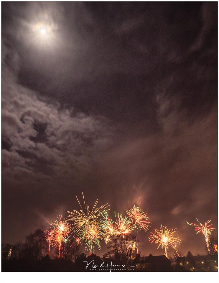 Een vuurwerkfoto met wee belichtingen gecombineerd